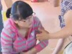 高考故事:梁妍好坐着担架来考试