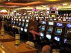 夜色深处的电玩城赌客